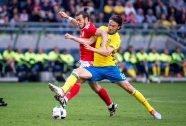 Albin Ekdal takes the ball from Gareth Bale during the friendly game between Sweden and Wales on June 5th 2016 in Stockholm.